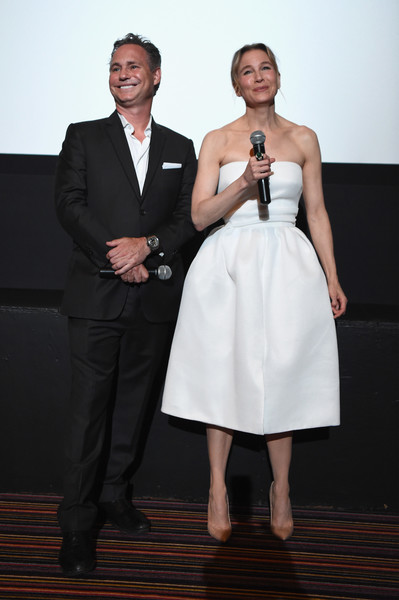 Renee Zellweger channeled '50s glamour in a strapless white fit-and-flare dress for the DuJour Media screening of 'Bridget Jones's Baby.'