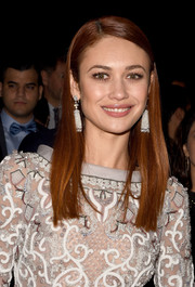 Olga Kurylenko finished off her look with David Morris crystal chandelier earrings that echoed the opulence of her dress.