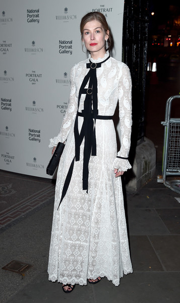Rosamund Pike was all about vintage glamour in a white Erdem lace gown with black bow detailing at the Portrait Gala 2017.