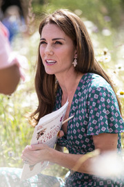 Kate Middleton wore a cute pair of dangling earrings by Accessorize at the Hampton Court Flower Festival.