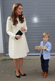 Kate Middleton looked demure and classy in a white Jojo Maman Bebe coat while visiting the 'Downton Abbey' set.