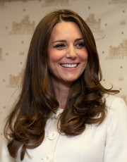 Kate Middleton looked very pretty with her bouncy, curly ends while visiting the 'Downton Abbey' set.