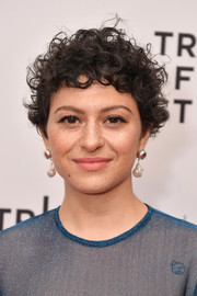 Alia Shawkat wore her hair in mussed-up curls at the 2018 Tribeca Film Festival screening of 'Duck Butter.'