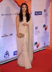 Aishwarya Rai complemented her gown with a beaded oval clutch.