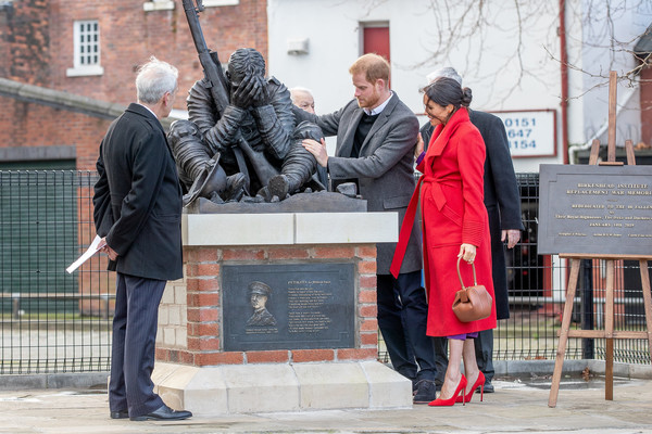 More Pics of Meghan Markle Leather Purse (1 of 114) - Evening Bags Lookbook - StyleBistro [red,statue,monument,memorial,tree,architecture,tourism,plant,street,sculpture,harry,wilfred owen,meghan,statue,birkenhead,duke and duchess of sussex,duke of sussex,visit,death,anniversary]