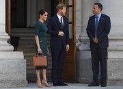 Meghan Markle paired a tan Strathberry tote with a green outfit for day 1 of her Dublin tour.