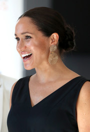 Meghan Markle amped up the glam factor with a pair of gold dangle earrings by Gas Bijoux.