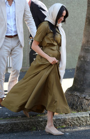 Meghan Markle kept it comfy in pointy nude flats by Sam Edelman while visiting Auwal Mosque in South Africa.