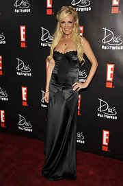 The former girl next door stepped out in a black satin gown with a voluminous half-up hairstyle. Highlighted swing bangs framed her face and with loose long waves flowing down from teased and textured volume on top.