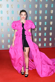 Florence Pugh sealed off her eye-catching look with a pair of black ankle-strap platforms by Jimmy Choo.