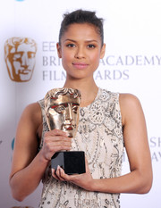 Gugu Mbatha-Raw was chic with a swipe of pink lipgloss to add to her natural makeup look.