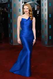 Jessica Chastain knows her colors: blue, blue, and blue. How phenomenal did the actress' shiny red tresses look against this royal Roland Mouret gown? Not to mention, this crisp asymmetrical silhouette was flawless.