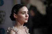Rooney Mara finished off her 'do with a metallic silver headband.
