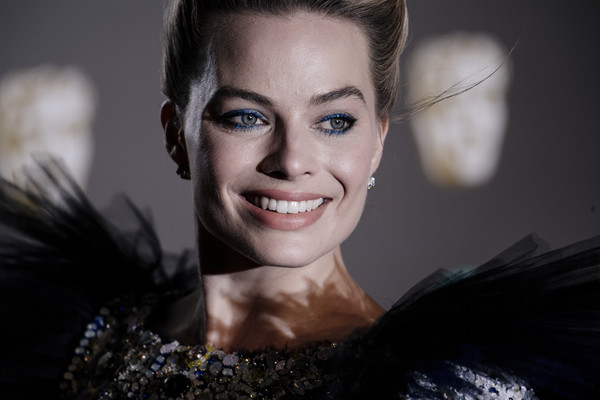 More Pics of Margot Robbie Metallic Eyeshadow (1 of 11) - Margot Robbie Lookbook - StyleBistro [hair,face,eyebrow,facial expression,smile,lip,beauty,skin,hairstyle,lady,red carpet arrivals,margot robbie,ee,london,england,royal albert hall,british academy film awards]