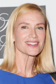 Kelly Lynch's kept her beauty look simple and classic with just a pink gloss.