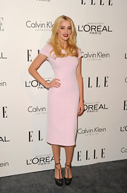 Amber Heard paired her pretty pink frock with dark leather T-strap pumps.