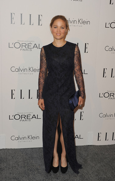 Erika Christensen kept her look sophisticated at the 'Elle' Women in Hollywood Tribute with a classic navy satin Caroline clutch.