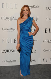 Jayma Mays was true blue at the 'Elle' Women in Hollywood Tribute, pairing her cobalt dress with a black box clutch.