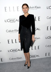 Lake Bell was edgy-glam in a two-tone Altuzarra sheath with zipper detailing during the Elle Women in Hollywood celebration.