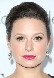 Katie Lowes finished off her beauty look with a pretty pink lip color for the Elle Women in Hollywood celebration.