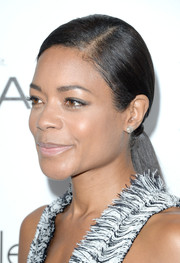 Naomie Harris attended the Elle Women in Hollywood celebration wearing an elegant side-parted ponytail.