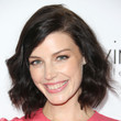 Jessica Pare's wavy bob and cotton candy lipstick