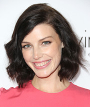 Jessica Pare looked effortlessly stylish with this short wavy cut during the Elle Women in Hollywood celebration.