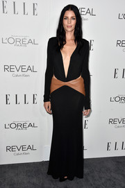 Liberty Ross vamped it up at the Elle Women in Hollywood event in a black Versace gown with a navel-grazing neckline, side cutouts, and a tan leather panel around the hips.