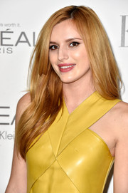 Bella Thorne left her long hair loose with a side part and lots of volume during the Elle Women in Hollywood event.