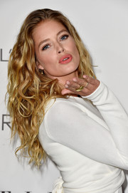 Doutzen Kroes swiped on some pink lipstick for an ultra-girly finish.