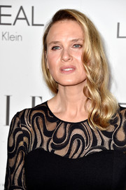 Renee Zellweger wore her hair in a vintage-glam wavy style during the Elle Women in Hollywood event.