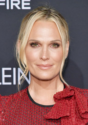 Molly Sims went for easy glamour with this loose bun at the 2018 Elle Women in Hollywood celebration.