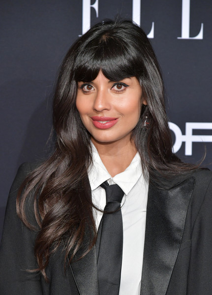 Jameela Jamil looked cute with her long waves and parted bangs at the 2018 Elle Women in Hollywood celebration.