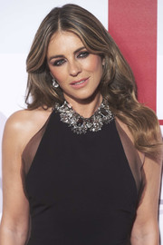 Elizabeth Hurley wore her signature face-framing waves at the Elle 30th anniversary party.