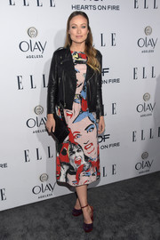 Olivia Wilde styled her cool dress with a black leather biker jacket, also by Marc Jacobs.