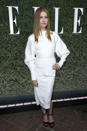 Genevieve Angelson went modern in a white DKNY sweater with baggy sleeves for Elle's Women in Television celebration.