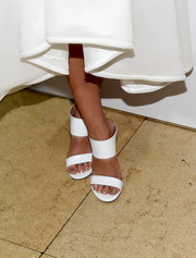 Sarah Hyland chose a stunning pair of white sandals with broad straps for ELLE's Annual Women in Television Celebration.