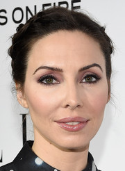 Whitney Cummings went for a slightly purple hued smokey eye which went with her dress perfectly.