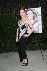 Genevieve Angelson brought a sultry vibe to the Elle Women in Comedy event with this black-and-white slip dress.