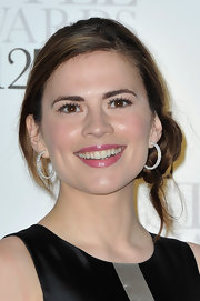 Hayley Atwell wore pearlescent hot pink lipstick at the 2012 'Elle' Style Awards.