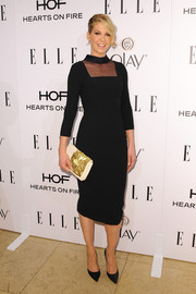 Jenna Elfman adorned her LBD with a cream-colored clutch featuring gold beading.