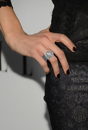 Jenna Elfman complemented her shimmery black dress with dark nails.