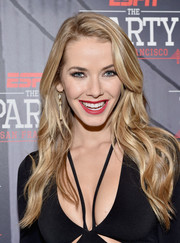 Olivia Jordan wore her hair loose with beachy waves when she attended ESPN The Party.
