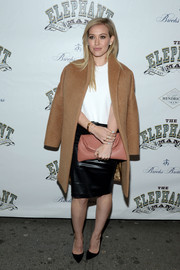 Hilary Duff completed her stylish ensemble with an antique-rose foldover leather clutch by Marni.