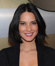 Olivia Munn added a dash of vivid color to her look with bright pink lipstick.