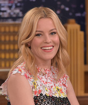 Elizabeth Banks sported beach-chic waves during her 'Jimmy Fallon' appearance.