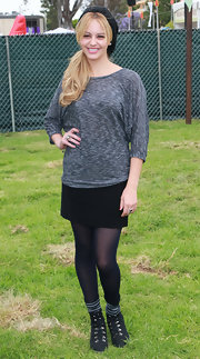 Gage Golightly cozied into this grey sweater for a perfect no frills all glam look.