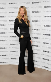 Elle MacPherson gave her menswear aesthetic a '70s twist with a pair of flared black slacks and a sleek blazer.