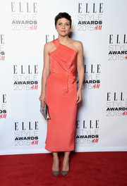 Maggie Gyllenhaal arrived at the 2015 Elle Style Awards in a stunning orange dress with Mouret's signature folded detail.
