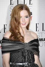 Ellie Bamber wore her hair down in bouncy curls when she attended the 2017 Elle Style Awards.